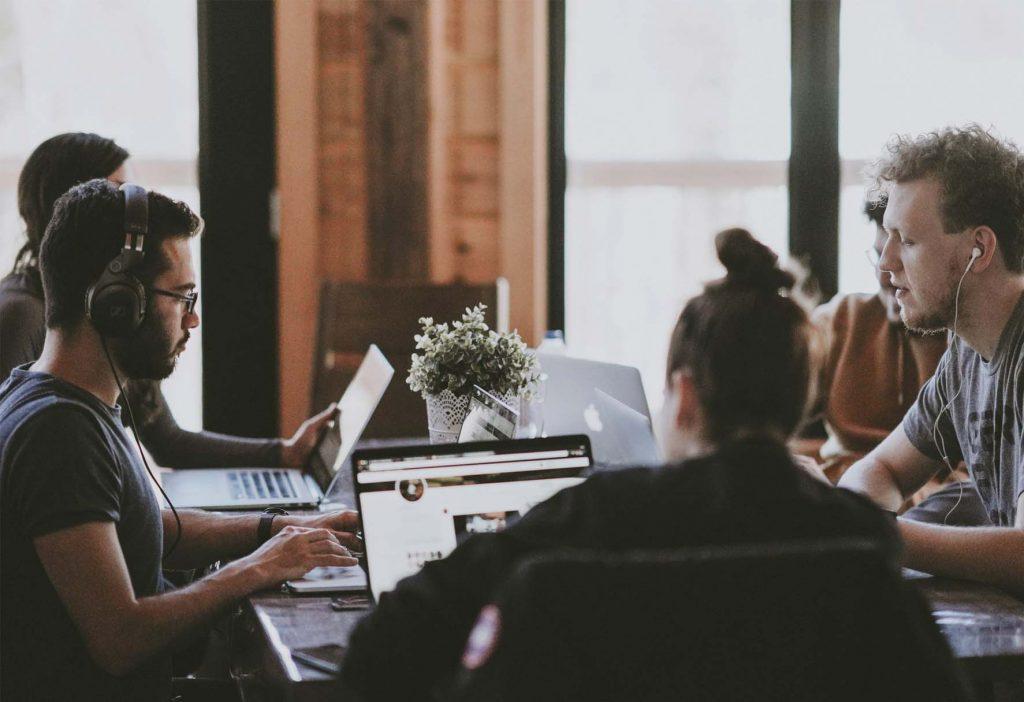 ventajas de trabajar en un coworking o espacio compartido